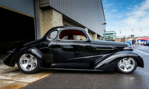 Bobby Alloway's '37 Chevy Coupe took the 2015 Classic Instruments Street Rod of the Year award at the 18th annual PPG Goodguys Nationals. The car is painted with PPG, specifically DELTRON DBU 9700 for the basecoat and DCU 2002 CONCEPT for the clear.
