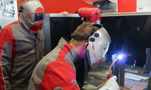Andrew Newman of Fronius Canada performs a weld during the equipment demonstration.