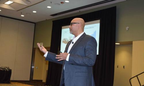 Tanvir Arfi delivering a presentation at the 2016 ARA Convention.