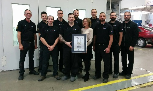 The team at Carrossier ProColor Saint-Hyacinthe receives their I-Car Gold Class certification.