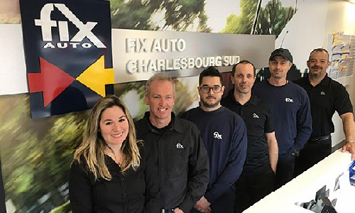 The Fix Auto Charlesbourg South team.